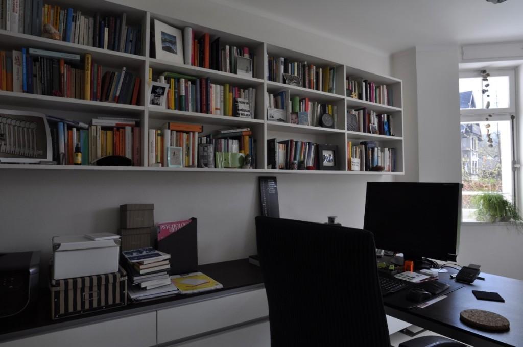 zwinz b ro arbeitszimmer b cherregal h ngend echt zwinz. Black Bedroom Furniture Sets. Home Design Ideas