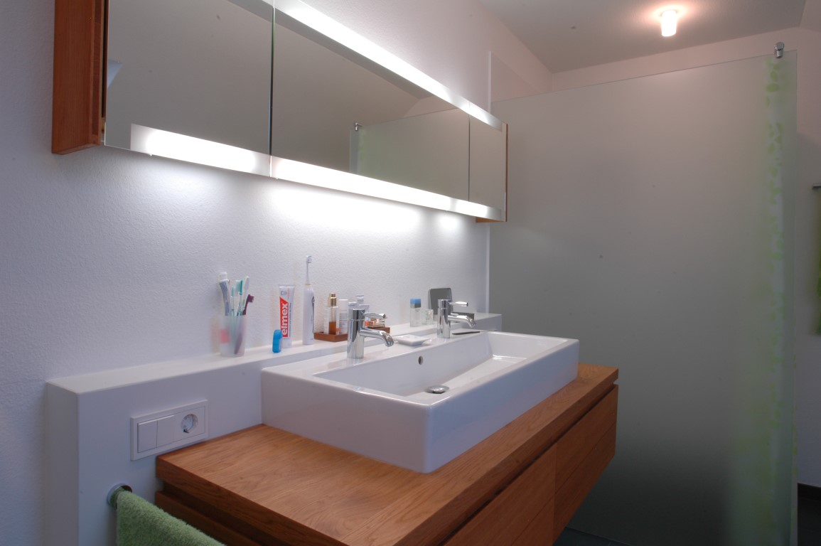 Bad waschtisch mit spiegelschrank icnib for Drehschrank bad