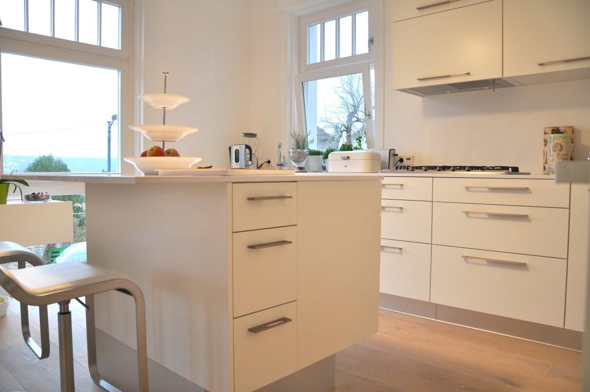 Zwinz Einrichtung Umbau Küche Lack weiß Alu Barhocker › Echt Zwinz