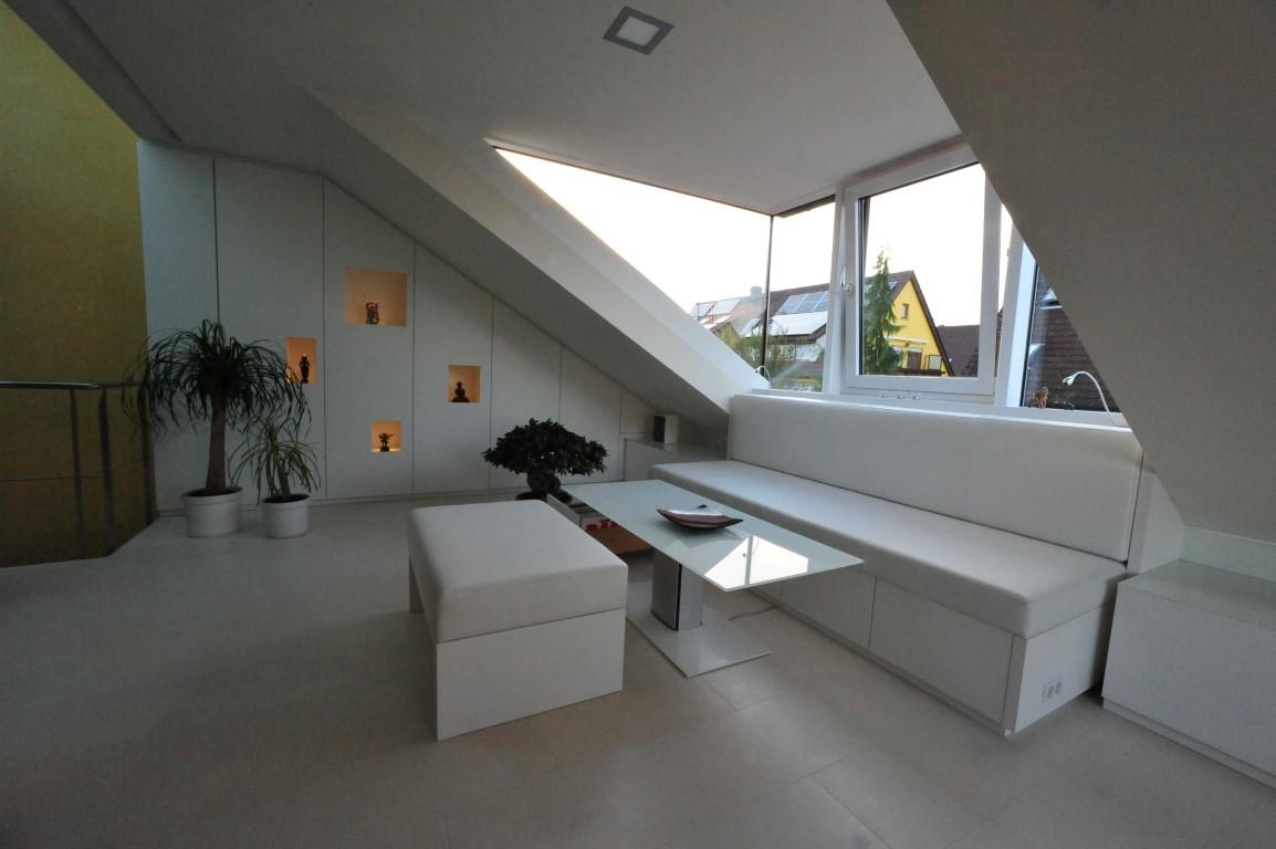 Zwinz Inneneinrichtung Wohnraum Dachschräge Einbauschrank Sofa ...