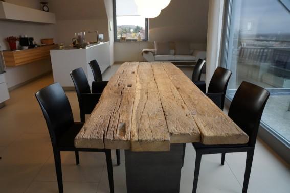 ein tisch mit geschichte echt zwinz. Black Bedroom Furniture Sets. Home Design Ideas