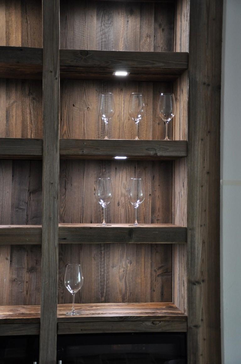 Zwinz Wein Regal Präsentation Altholz Beleuchtung › Echt Zwinz