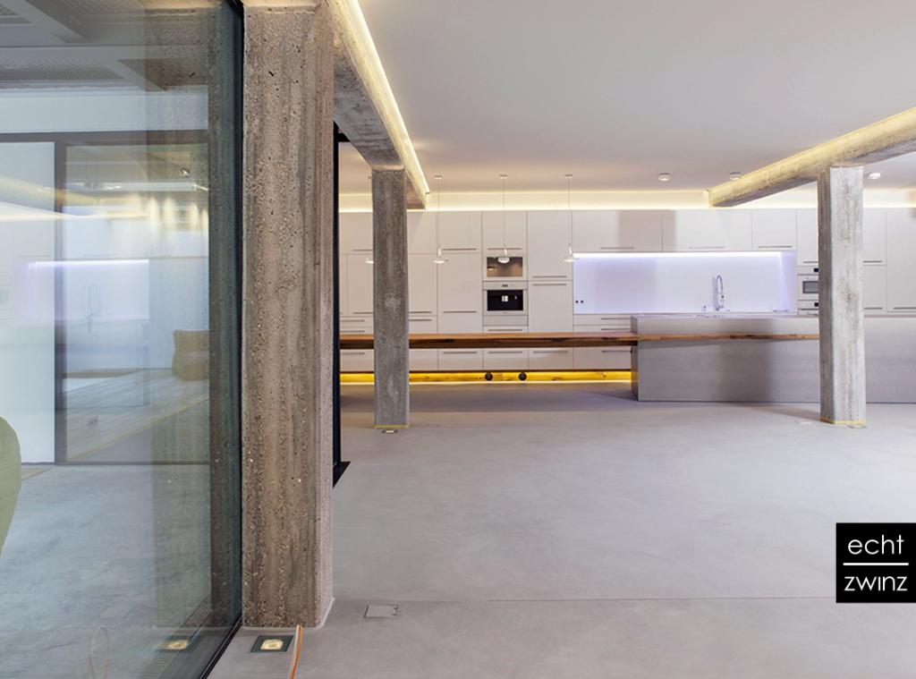 Eine Loft-Albausanierung mit Sichtbeton, Offener Kueche, Schreiner und Bauingenieurin machen Interior Design in Stuttgarter Fabrikgebäude