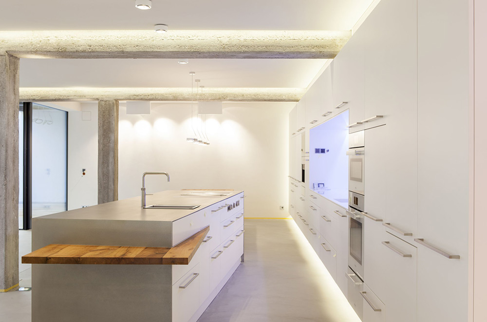 Freistehender Küchenblock, Designerküche, optimale Beleuchtung, Zwinz