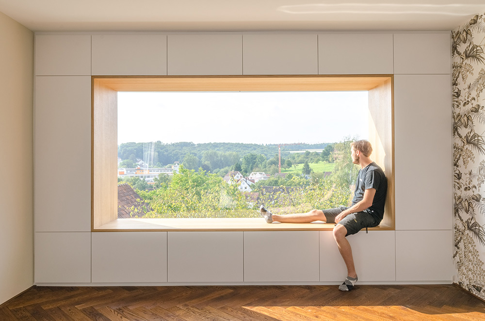 Individueller Schrank und Fenster mit Aussicht, Konzentration Mitarbeiter, Zwinz