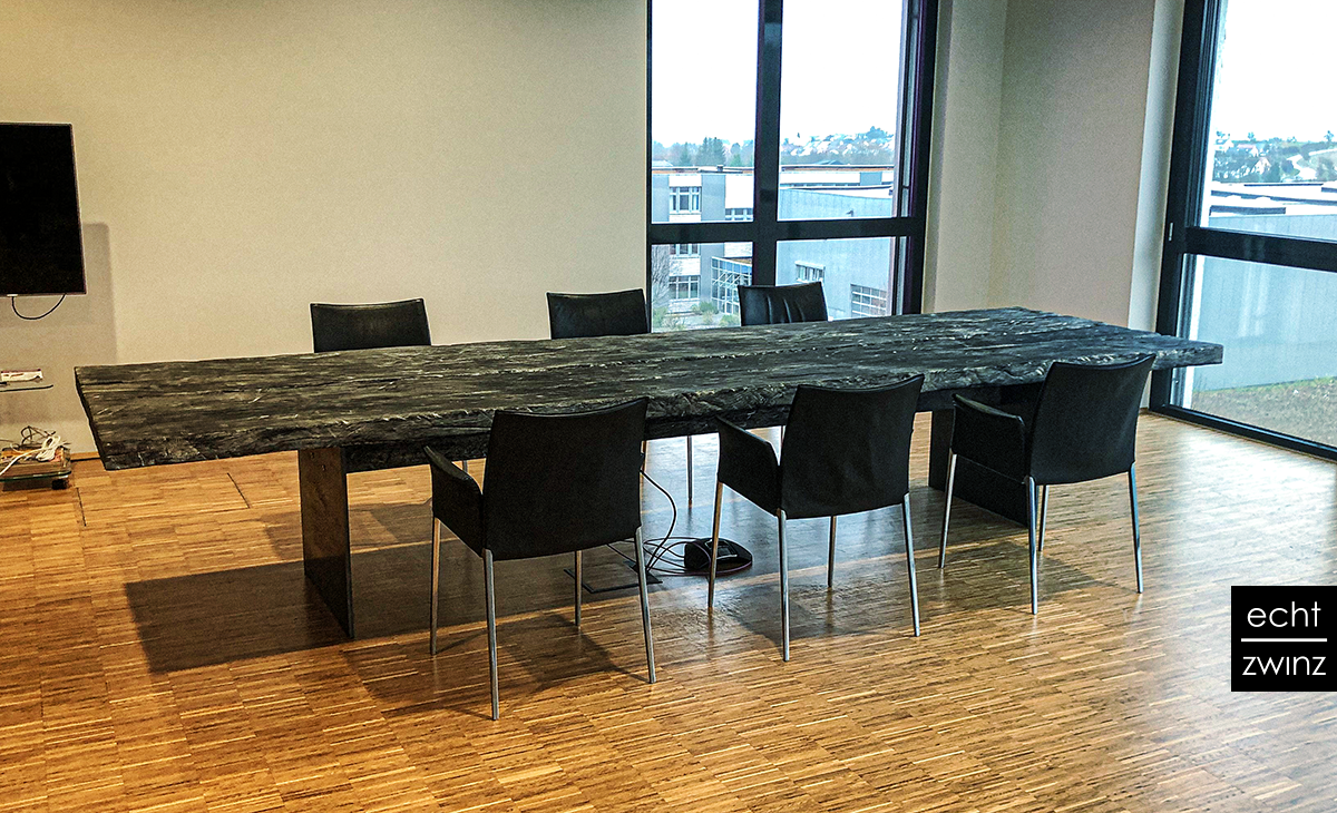 Yakisugi Konferenz-Tisch, geköhlertes Massivholz aus Eiche gefertigt in Stuttgart