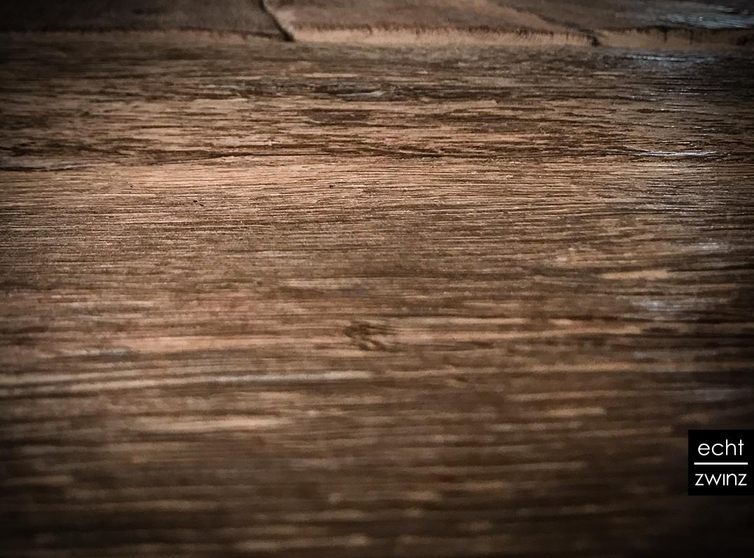 Altholztisch-Wikinger-Detail