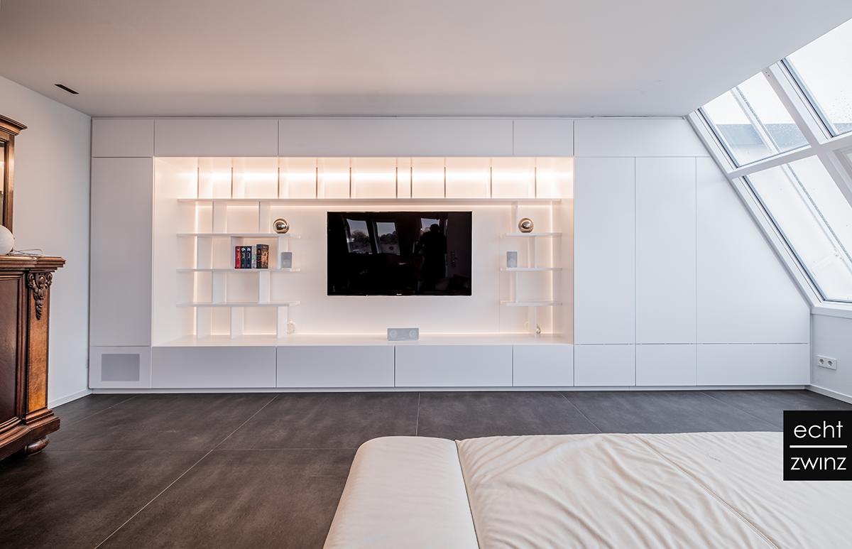 Wohnzimmer – Einbauschrank mit Beleuchtung und Raum für Hifi- und TV-Entertainment
