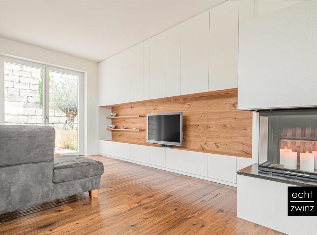 Wohnzimmer: Einbauschrank mit Nische aus Eiche