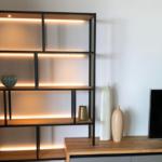 Regal-Sideboard-Kombination aus Eiche und Stahl mit LED-Beleuchtung